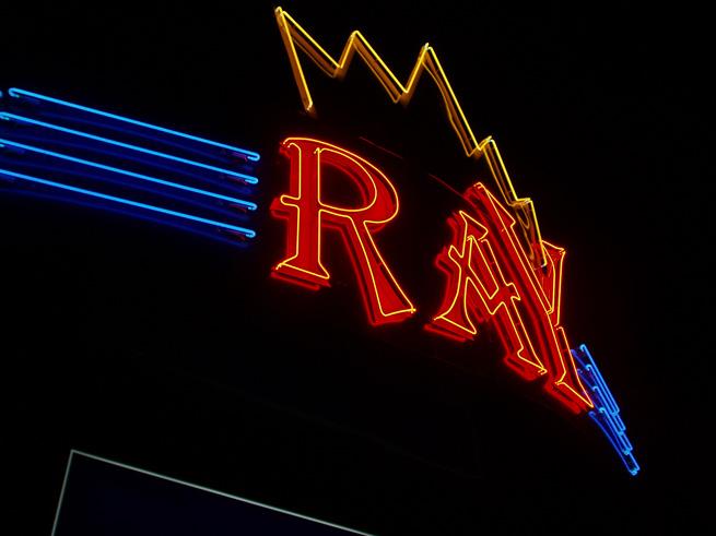 Неоновые буквы казино ROYAL 2