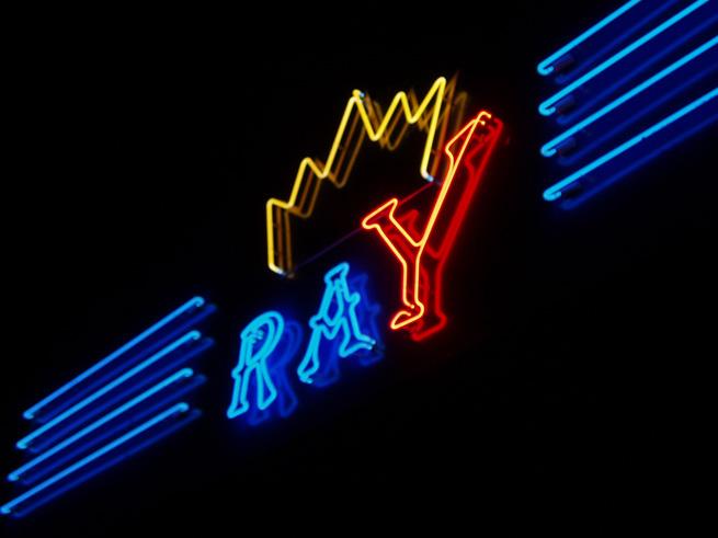 Неоновые буквы казино ROYAL 4